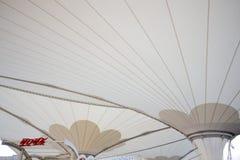 Ausstellung 2010 Shanghai-AUSSTELLUNG Mittellinie - weißer Regenschirm stockfotografie