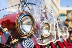 Ausstellung des alten sowjetischen Motorrades JAVA draußen während des Feiertags des Tages die Stadt von Tscheboksary Lizenzfreies Stockfoto
