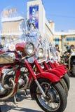 Ausstellung des alten sowjetischen Motorrades JAVA draußen während des Feiertags des Tages die Stadt von Tscheboksary Stockfotografie