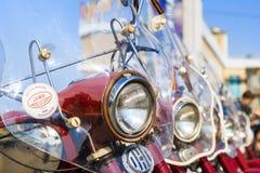 Ausstellung des alten sowjetischen Motorrades JAVA draußen während des Feiertags des Tages die Stadt von Tscheboksary Stockfotos