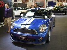 Ausstellung mit 2013 neue Autos Stockbilder