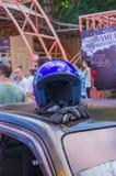 Ausstellung von Autos im Sommer Komsomolsk-On-Amur in Retro- Autos und in abgestimmten Autos stockbild