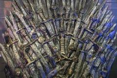 Ausstellung von Kostümen und von Stützen vom Film ` The Game von Throne ` in den Voraussetzungen des Seemuseums von Barcelona Stockbilder