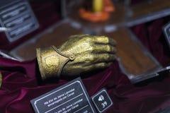 Ausstellung von Kostümen und von Stützen vom Film ` The Game von Throne ` in den Voraussetzungen des Seemuseums von Barcelona Lizenzfreie Stockbilder