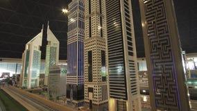 Ausstellung von Modelle Dubai-Wolkenkratzern, die von Lego gemacht werden, bessert in Miniland Legoland am Dubai-Park- und -erhol stock video