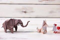 Ausstellung von Origamitiermodellen Stockbild