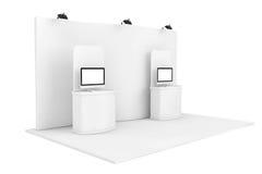Ausstellungs-Informationen stehen mit Computern Stockfoto