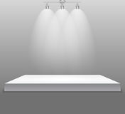 Ausstellungs-Konzept, weißer leerer Regal-Stand mit Beleuchtung auf Gray Background Schablone für Ihren Inhalt 3d Vecto Lizenzfreies Stockbild