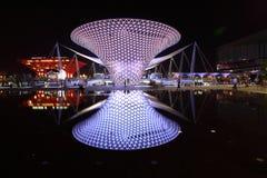 Ausstellungs-Mittellinie in der Nacht stockfotografie