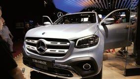 Ausstellungs-mondial Paris-Bewegungscar show Mercedes-Benz X 350 d 4Matic stock video