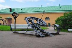 Ausstellungssonnenuhr Russlands St Petersburg im Juli 2016 Stockfotografie