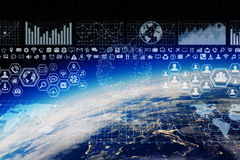 Austausch des globalen Netzwerks und der Daten über der Welt Stockfoto