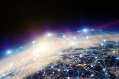 Austausch des globalen Netzwerks und der Daten über der Welt Lizenzfreies Stockfoto