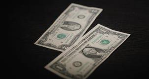 Austausch von zwei Dollarscheinen stock video footage