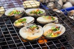 Auster auf dem Grill Stockbild