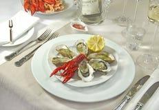 Auster mit Kaviar und Panzerkrebsen in einer Gaststätte Stockfotos