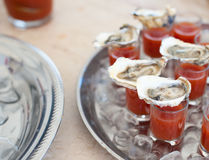 Austern mit Bloody- Marycocktail Lizenzfreie Stockfotografie