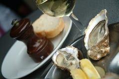 Austern mit Wein Stockbilder