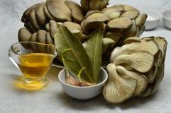 Austernpilze: die Bestandteile für die Marinade lizenzfreies stockbild