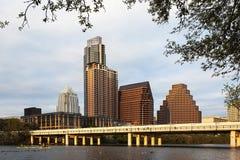 Una vista dell'orizzonte Austin al tramonto nel Texas fotografia stock libera da diritti