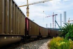 Austin Cranes Trains et chemin de fer d'énergie de cheminées d'évacuation des fumées Photographie stock libre de droits