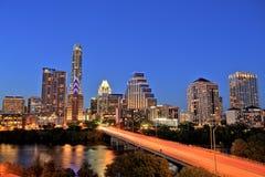 Austin Downtown Skyline Illuminated all'ora blu fotografia stock libera da diritti