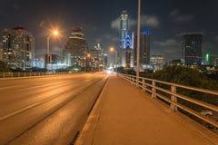 Austin modern horisonter och tillståndscapitolbyggnad på natten royaltyfri foto