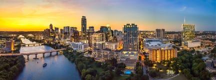 Austin Skyline nella sera immagini stock libere da diritti