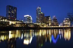 Austin Skyline Reflected in de Rivier, Austin, Texas royalty-vrije stock foto