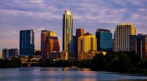 Austin Texas Cityscape à l'horizon d'or d'heure de lever de soleil Photos stock