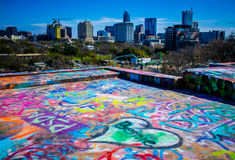 Austin Texas Cityscape Skyline dalla cima dei graffiti in Austin Hearts dei vi amiamo Bernie fotografia stock libera da diritti