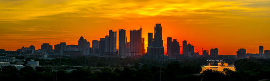 Austin Texas Downtown Sun-Aufstieg Schattenbild ragt panoramisch hoch stockfotos