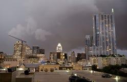 Austin Texas entro la notte nuvolosa fotografia stock libera da diritti