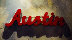 Austin Texas Metal Sign Hanging sur le mur texturisé Photographie stock