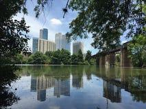 Austin Texas Skyline sobre el lago ladybird Foto de archivo libre de regalías
