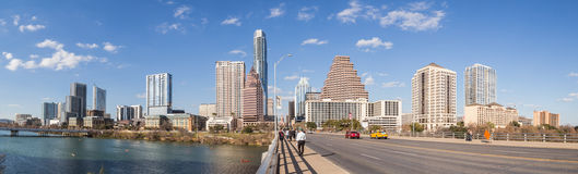 Austin, TX/USA - circa im Februar 2016: Panorama von im Stadtzentrum gelegenem Austin From Congress Avenue Bridge Stockfotos