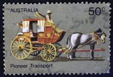 AUSTRÁLIA - CERCA DE 1972: Treinador Transport, vida pioneira australiana, cerca de 1972 fotos de stock