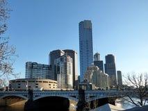 Austrália, Melbourne, ideia da skyline, o rio Fotos de Stock Royalty Free