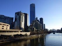 Austrália, Melbourne, ideia da skyline, o rio Fotografia de Stock Royalty Free