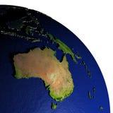 Australië bij nacht op model van Aarde met in reliëf gemaakt land Royalty-vrije Stock Afbeeldingen