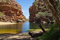 Australië, Ellery Creek Big Hole, het Westen Mac Donnell National Park stock foto