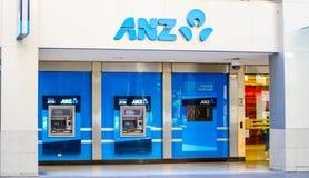 Australië en Nieuw Zeeland anz beleggen ATM-de stad in machine bij voor een bankbureau binnen van Sydney stock foto's
