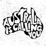 Australia le está llamando Letras manuscritas en la silueta de la isla australiana imagen de archivo libre de regalías