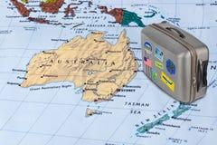 Australia mapa i podróży skrzynka z majcherami (mój fotografie) obrazy stock