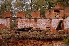 Australia: przemysłowy ruina nafcianego iłołupka kopalni budynek Obrazy Stock