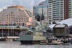Australian Daring-class destroyer HMAS Vampire docking at Darlin Royalty Free Stock Photography