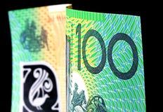Australiano cento note del dollaro sul nero Fotografie Stock Libere da Diritti