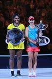 Australianu Open 2016 finalista Serena Williams i wielkiego szlema mistrz Angelique Kerber podczas trofeum prezentaci (L) obraz royalty free