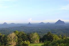 Australie de côte de soleil de montagnes de serre Images stock