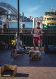 AUSTRALIE - Mars, 15 2018 Les hommes indigènes ont exécuté traditionnel photo stock